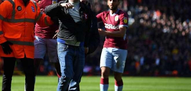 14 semanas de prisión al aficionado que agredió ayer a Jack Grealish, capitán del Aston Villa.