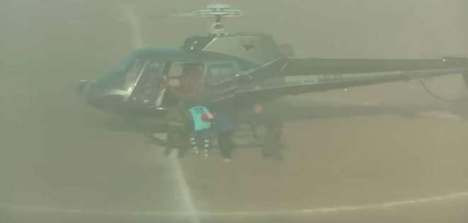 """Ignazio Barbagallo entrando al helicóptero en su """"secuestro""""."""