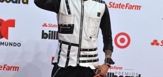 Taboo, el integrante de Black Eyed Peas, sin duda fue el peor vestido de toda la noche. Foto: EFE.