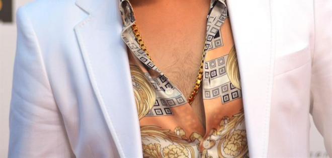 El cantante mexicano Gerardo Ortiz olvidó dejar la ropa de rancheras en casa. Foto: EFE.