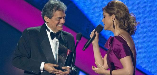 La bellísima y talentosa Ana Bárbara, quien además homenajeó a José José, lució de maravilla. Foto: EFE.