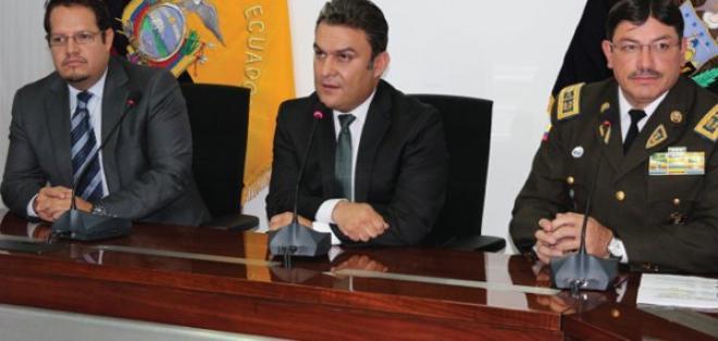 Ecuador rinde homenaje a la policía colombiana por ayuda contra el delito.