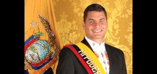 Asumió el poder presidencial en enero del 2007 luego de ir a segunda vuelta con Álvaro Noboa.