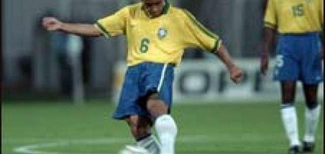 La ciencia del gol mágico de Roberto Carlos
