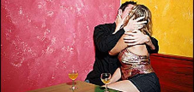 Las relaciones apasionadas pueden dejarte con menos amigos.
