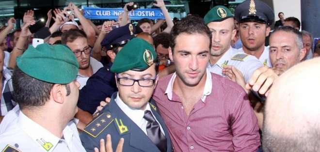 NAPOLES - Italia.- Higuaín y Reina superan las pruebas médicas y se incorporarán al Nápoles. Fuente EFE
