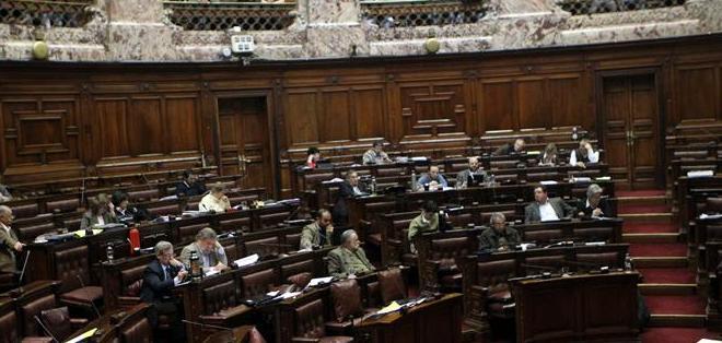 MONTEVIDEO, Uruguay.- El proyecto fue aprobado con 50 votos a favor de los 96 totales después de una larga sesión de 14 horas. Foto: EFE.
