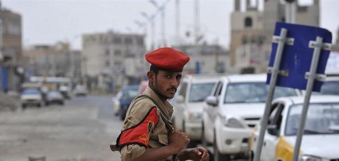 SANÁ, Yemen.- Las autoridades yemeníes reforzaron las medidas de seguridad tras recibir informaciones sobre amenazas terroristas contra la Embajada de EEUU y otras extranjeras. Foto: EFE.