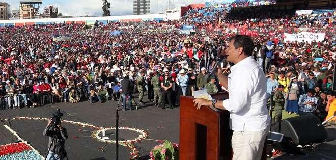 Presidente Correa hace promesas a los indígenas en Riobamba
