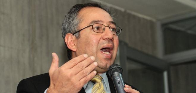 Ministro de Educación defendió la entrega de bonos a maestros jubilados. Foto: API