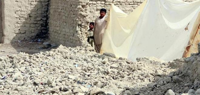 AWARAN, Pakistán.- A las doce víctimas de este sismo se suman las casi 400 del terremoto del pasado 24 de septiembre. Foto: EFE.