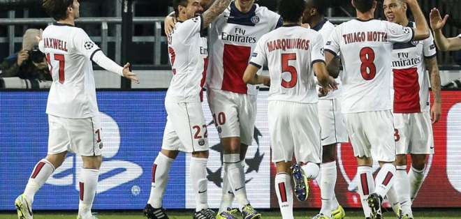 PARIS, Francia.- A Ibrahimovic le faltó un gol para igualar el record de 5 goles de Messi. Foto EFE
