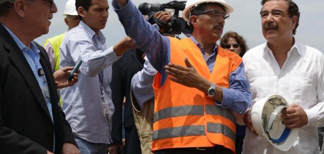 GUAYAQUIL, Ecuador.- Jaime Nebot alcalde de Guayaquil presidió el evento donde se firmo el contrato de ampliacion del aeropuerto. Foto: API.