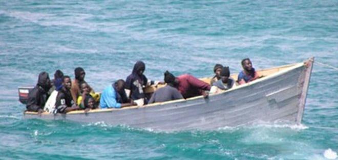 La Guardia Costera estadounidense continúa la búsqueda de supervivientes del grupo de inmigrantes.