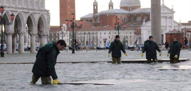 La subida de las mareas en Venecia alcanzó en las últimas horas los 125 centímetros.