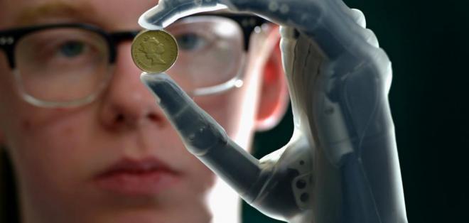 El prototipo de la prótesis fue probado con un hombre danés que perdió la mano izquierda.