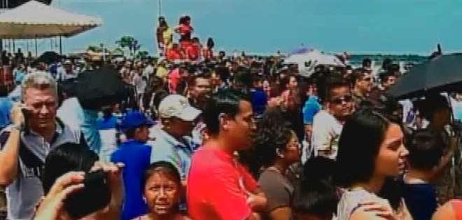 Miles de personas de varios cantones del país llegaron esta mañana a Machala, provincia de El Oro, para celebrar con Ecuavisa