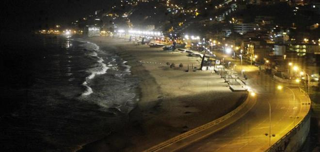 REÑACA, Chile.- Vista general de la zona costera de la localidad de Reñaca en Valparaíso (Chile) durante la alerta de tsunami esta madrugada. Foto: EFE.