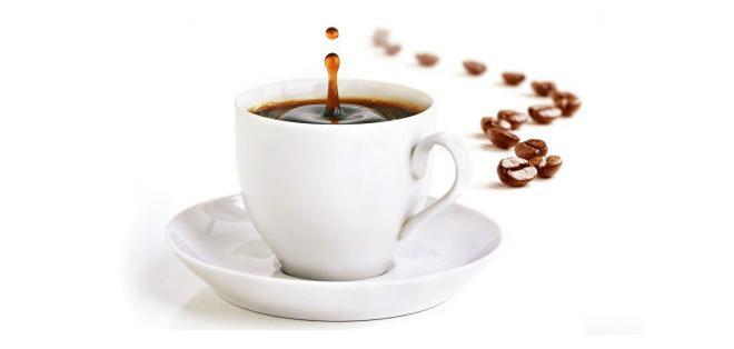 ¿Realmente la cafeína deshidrata?