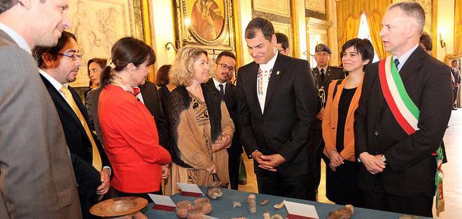 GÉNOVA, Italia.- El presidente Rafael Correa en la entrega simbólica de las piezas arqueológicas. Fotos: Presidencia