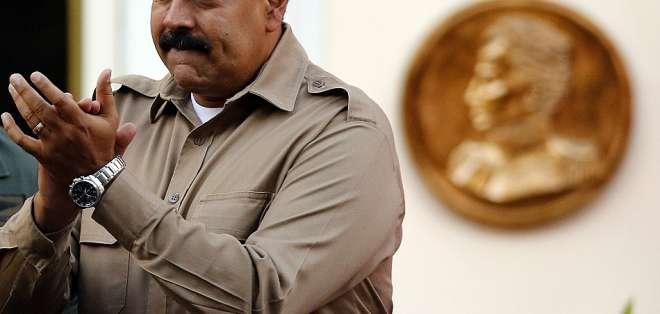Maduro dijo que pondrá a disposición del sector privado los recursos financieros de fondos públicos.