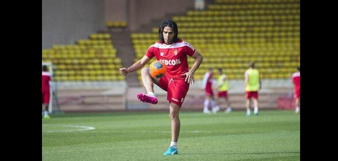 MÓNACO.- Radamel Falcao durante su entrenamiento en las canchas del Mónaco. Fotos: @AS_Monaco