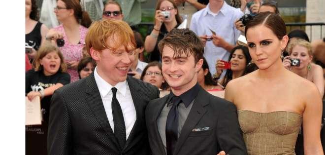 """En la última novela, """"Harry Potter y las reliquias de la muerte"""", el mago cumplió 17 años y alcanzó la mayoría de edad."""