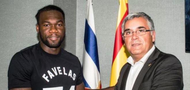 Felipe Caicedo (izquierda) junto al presidente del Club, Joan Collet (Foto: rcdespanyol.com)