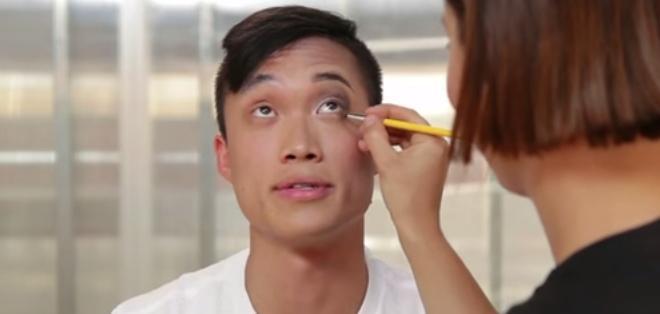 """Este curioso experimento tiene como finalidad demostrar a los hombres el """"poder"""" del maquillaje."""