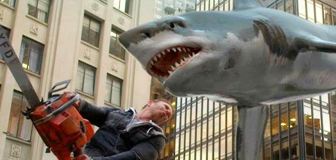 EE.UU.- En esta segunda película cientos de tiburones hambrientos amenazan con devorar todo en Nueva York. Foto: BBCMundo.com
