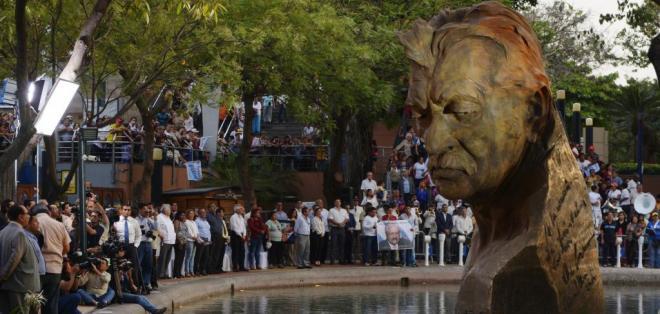 GUAYAQUIL.- Se develó el monumento en homenaje a León Febres Cordero. Foto: API