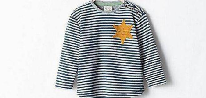 Las camisetas diseñadas para niños generaron polémica en internet por las rayas y la estrella de 6 puntas, parecidas a los uniformes de los judíos en el Holocausto nazi.