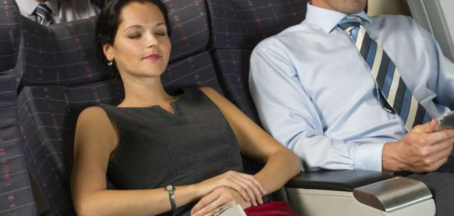 Todo empezó cuando un pasajero de United Airlines quiso impedir que otro reclinara su asiento.