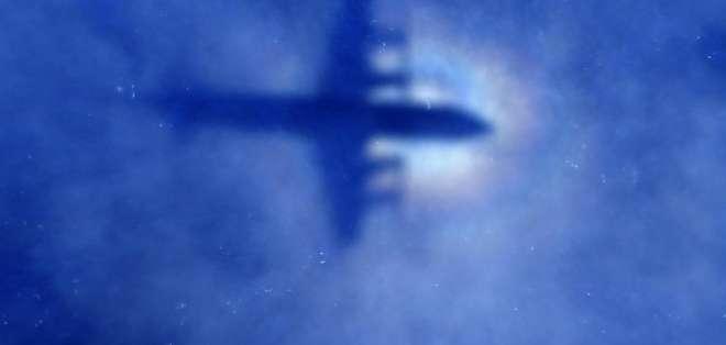 Boeing 777-200R llevaba 239 pasajeros y tripulación a bordo, pero una hora después de su despegue desapareció.