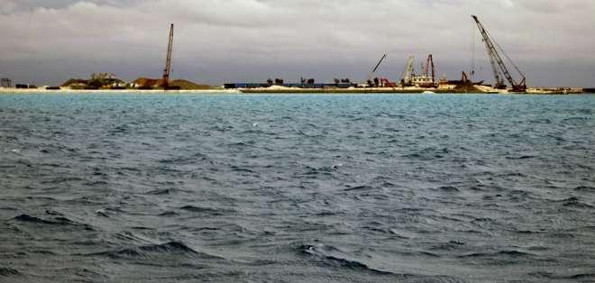 China está construyendo islas sobre arrecifes.