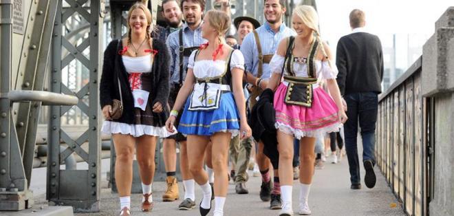 "Inició el Oktoberfest en Múnich al grito de: ""Ya está abierto"" el barril. Foto: EFE"