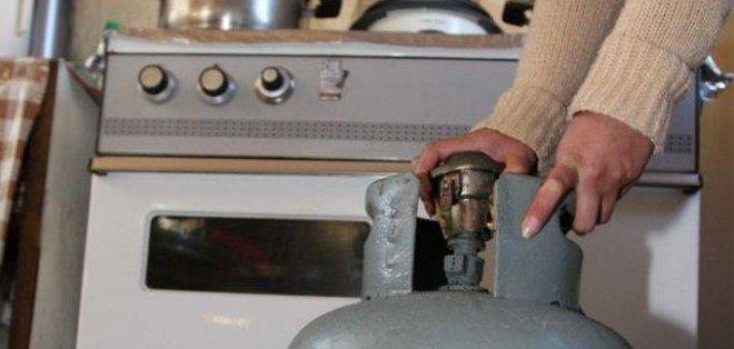 QUITO, Ecuador.- Las tres personas murieron aparentemente intoxicados a causa de una fuga de gas de uso doméstico en su vivienda. Foto: Archivo