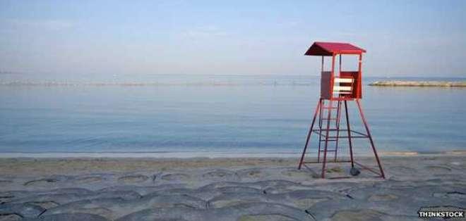Durante el verano hay salvavidas en las playas. Después no, y la gente cambia.