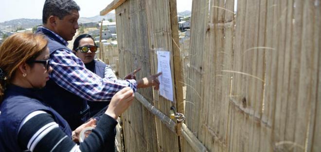 En total son 23 familias las que deben desalojar sus viviendas en un plazo de 72 horas. Foto: API.