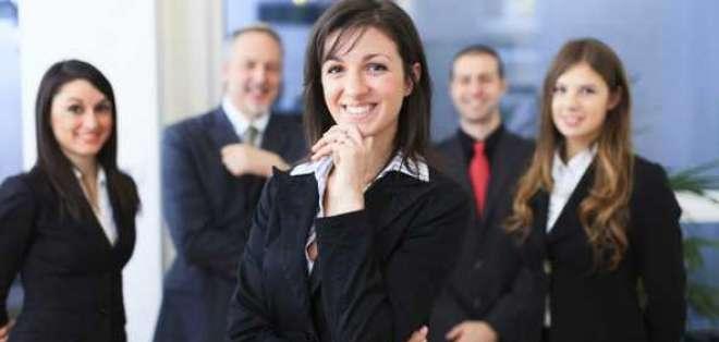 TENDENCIA.- Las grandes empresas llevan a los ejecutivos que van a ser promovidos a asesores de imagen. Foto: BBCMundo.com