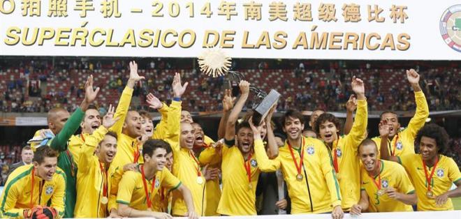 La selección de Brasil, tras vencer por dos goles a cero a Argentina (Foto: EFE)
