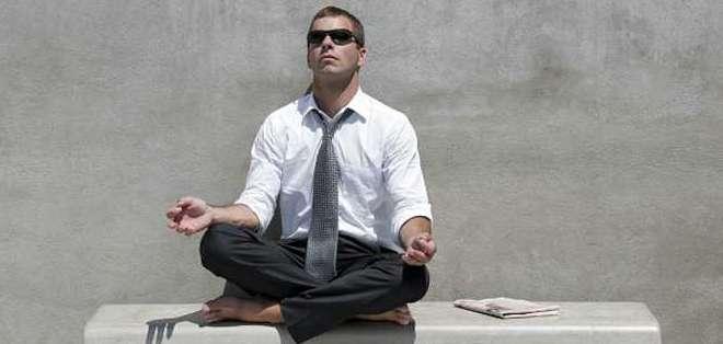 De empresarios a estudiantes, pasando por amas de casa, el yoga está cada vez más de moda.