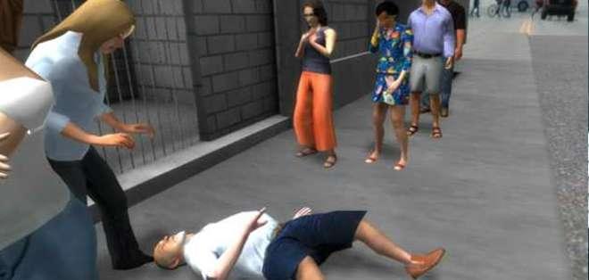Hunger in Los Angeles trata el problema del hambre en Estados Unidos. Un hombre desfallece mientras hace fila para entrar en un banco de alimentos.