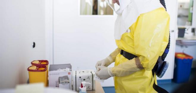 SALUD.- Según la OMS, el ébola ha provocado hasta la fecha 8.914 personas infectadas en el mundo. Foto: EFE