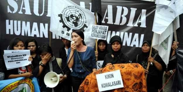 Defensoras de los derechos de las empleadas domésticas protestaron los abusos frente a la embajada saudita en Yakarta.