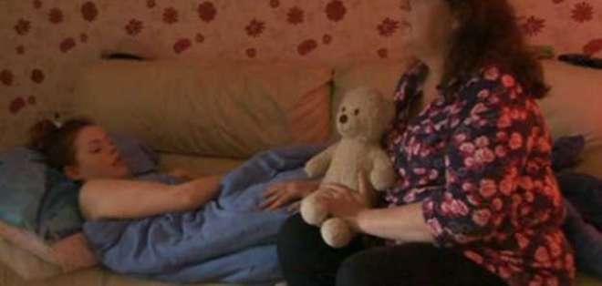 Janine Goodier tuvo que dejar su trabajo para ocuparse de su hija.