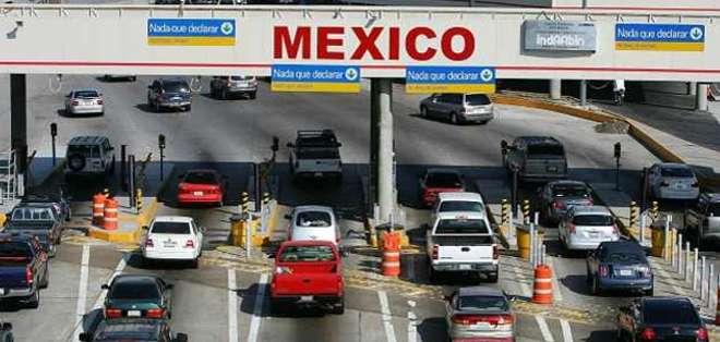 Las largas filas en los pasos fronterizos son un dolor de cabeza para los habitantes de la región.