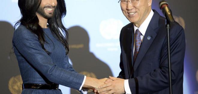 """El secretario general de Naciones Unidas se reunió en Viena con la """"mujer barbuda"""". Foto: EFE"""