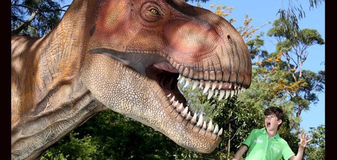 Zac comenzó a tomar un interés por los dinosaurios cuando era un niño y desde entonces ha leído tantos libros sobre el tema como ha podido tener en sus manos.