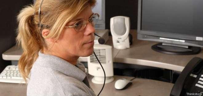 Para trabajar en el teléfono de emergencia en EE.UU. no se necesita una formación específica, pero sí un talento especial para saber escuchar y mantener la cabeza fría.